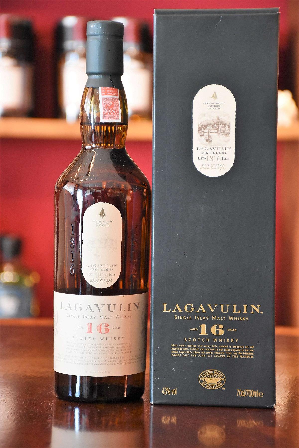 Lagavulin 16 y.o. - Bottled latest 2002, 43% Alc.Vol.